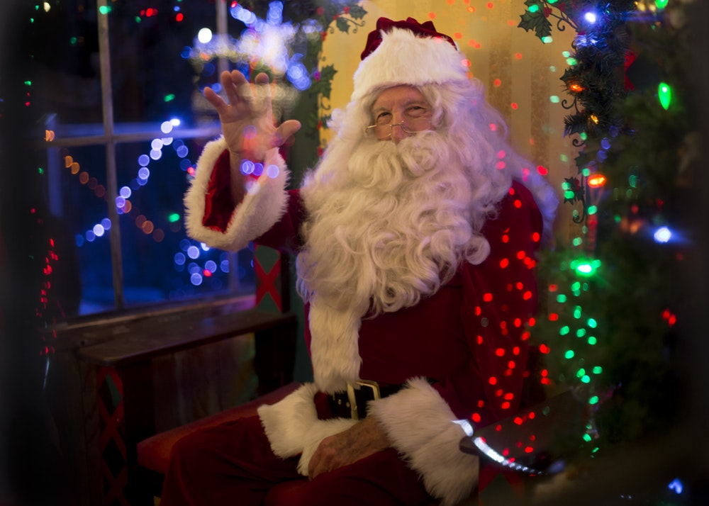 Santa slays: Why holiday shopping mall displays are worth investing in